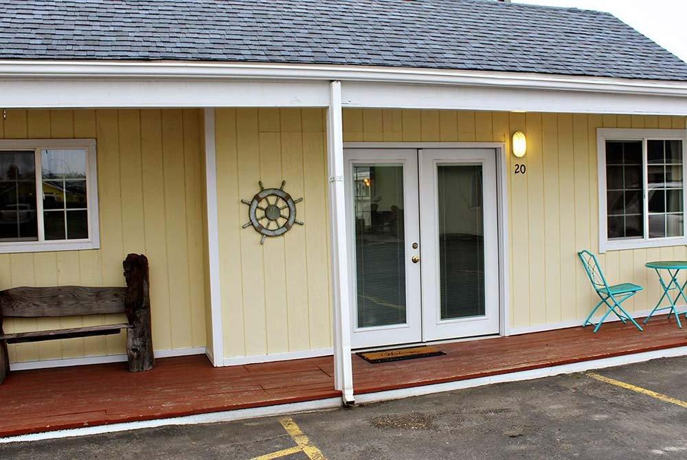 Coastal Inn and Suites