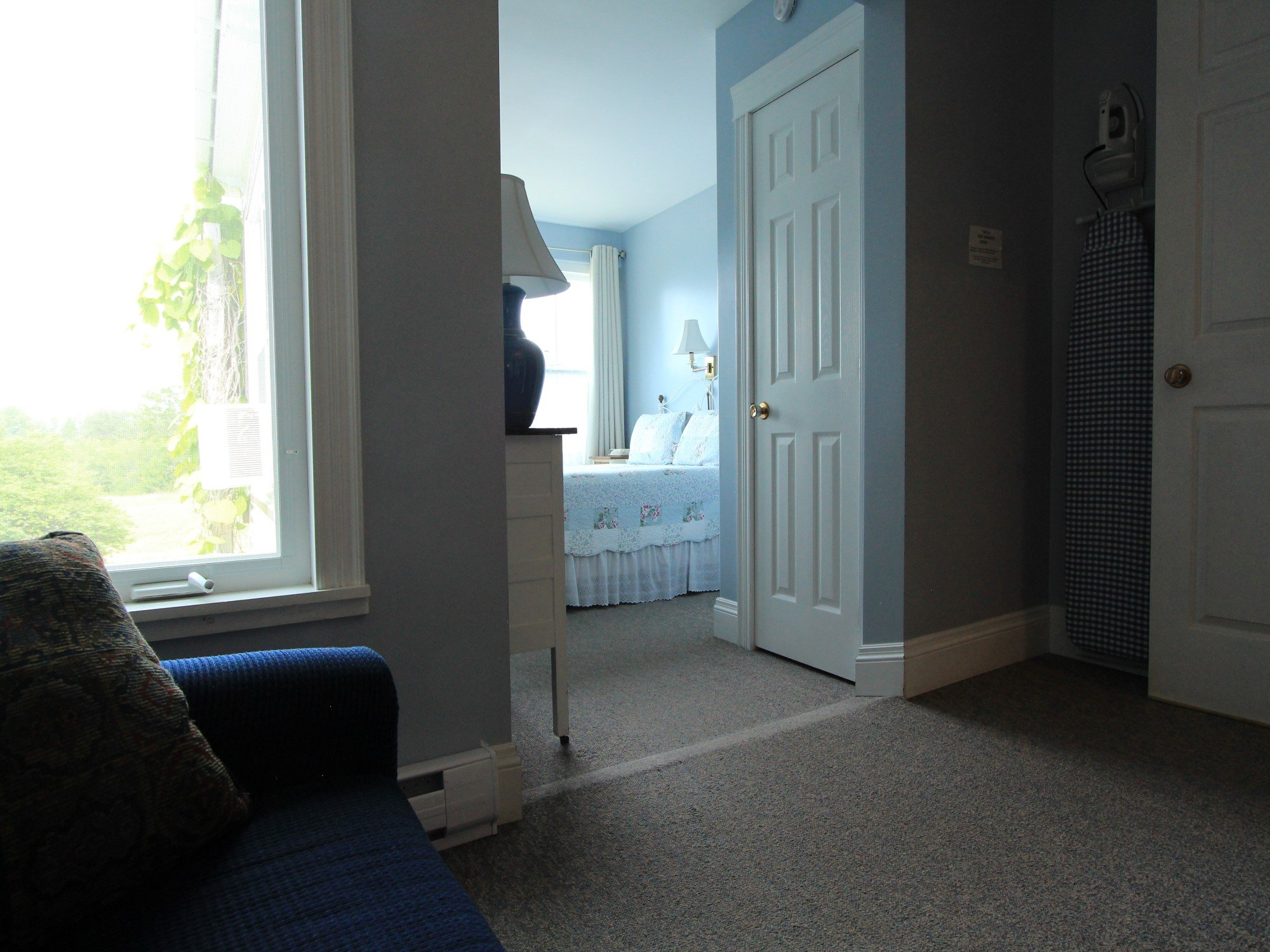 Room 10 Mini Suite with Queen bed and Sitting Area