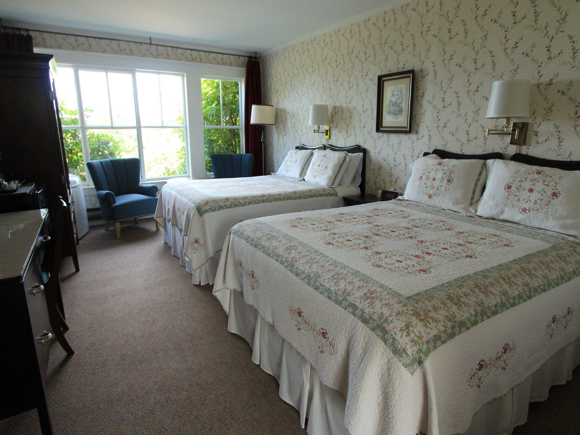 Room 2 with 2 queen beds