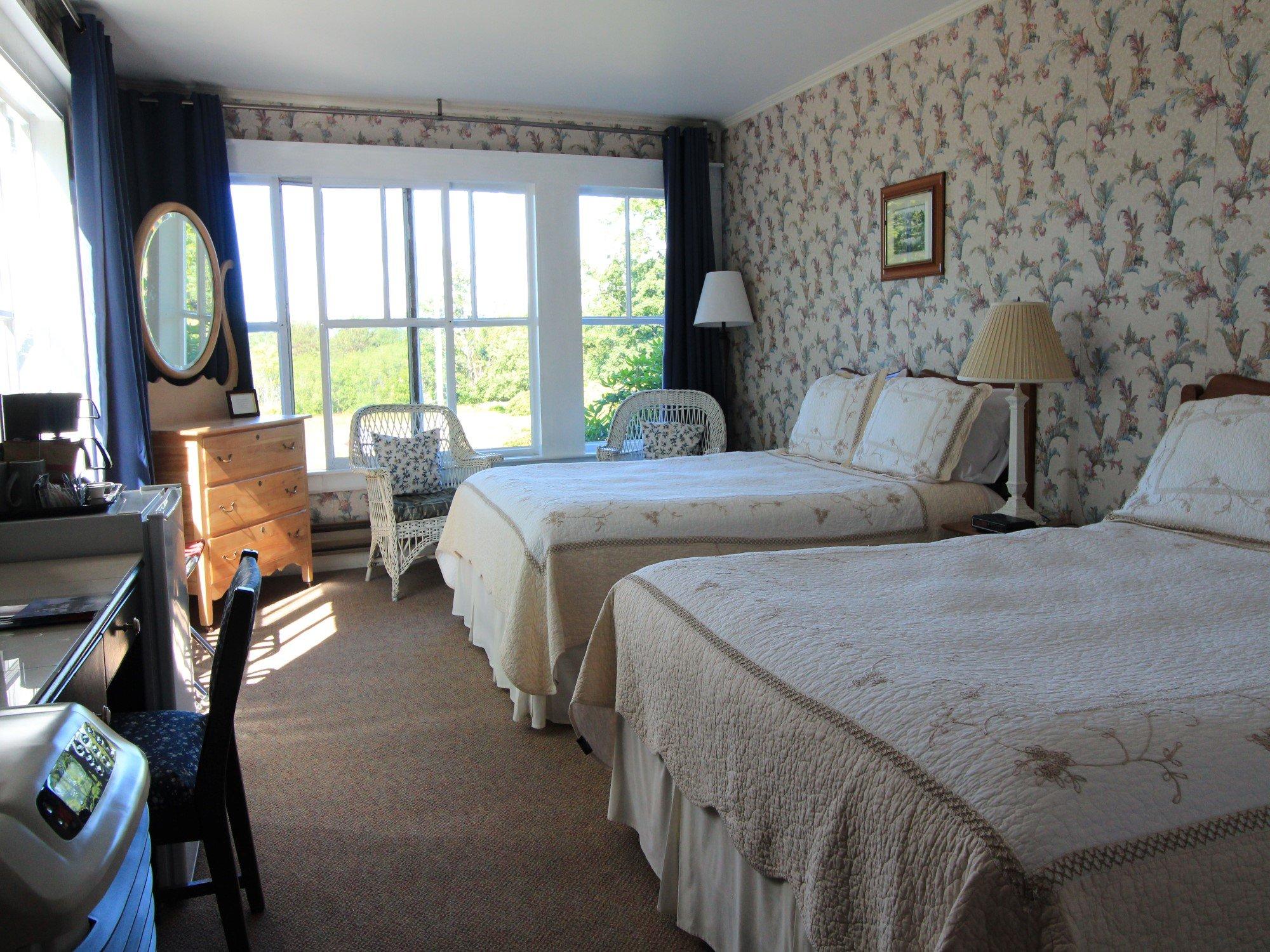 Room 4 with 2 queen beds