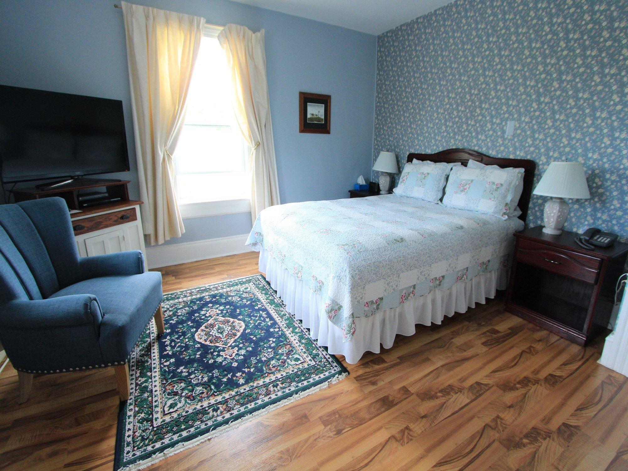Suite 5 Room A Queen bed