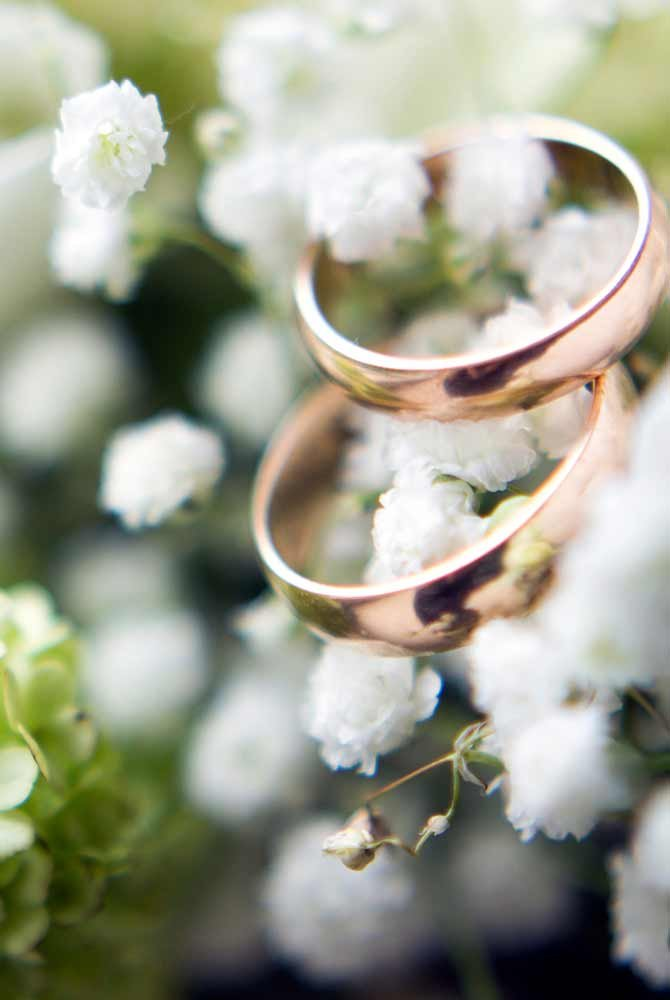 Two wedding rings in small white flowers