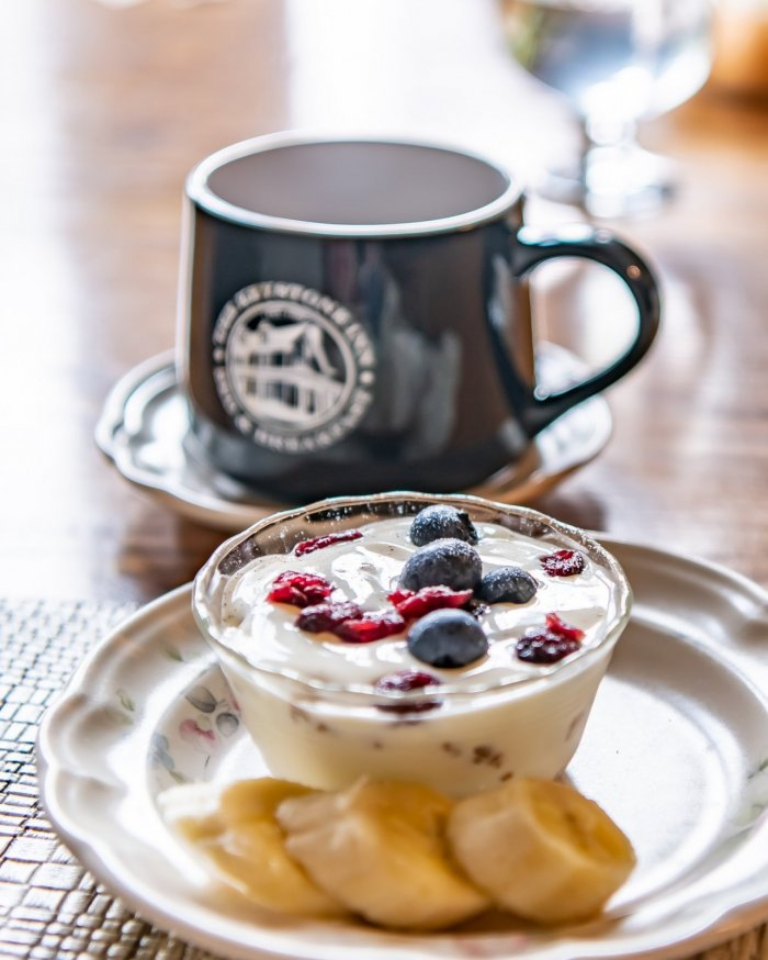 Keystone coffee mug with a croissant