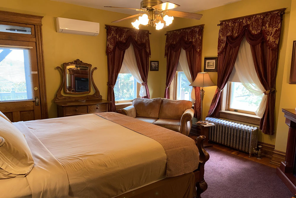 picture of michael bowers room