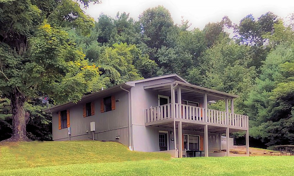 Exterior view of Mt. View B Cabin