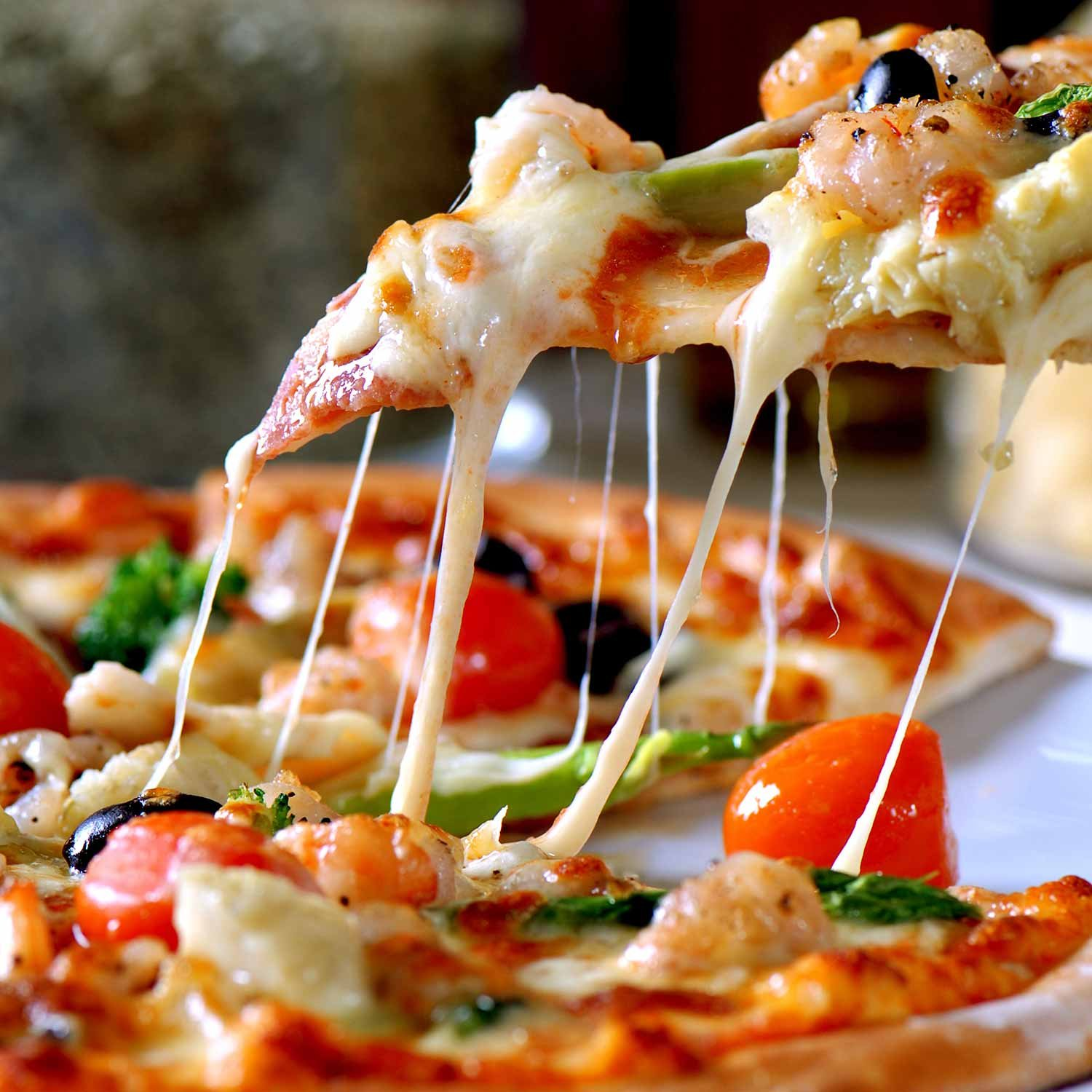 cheesy vegetable pizza