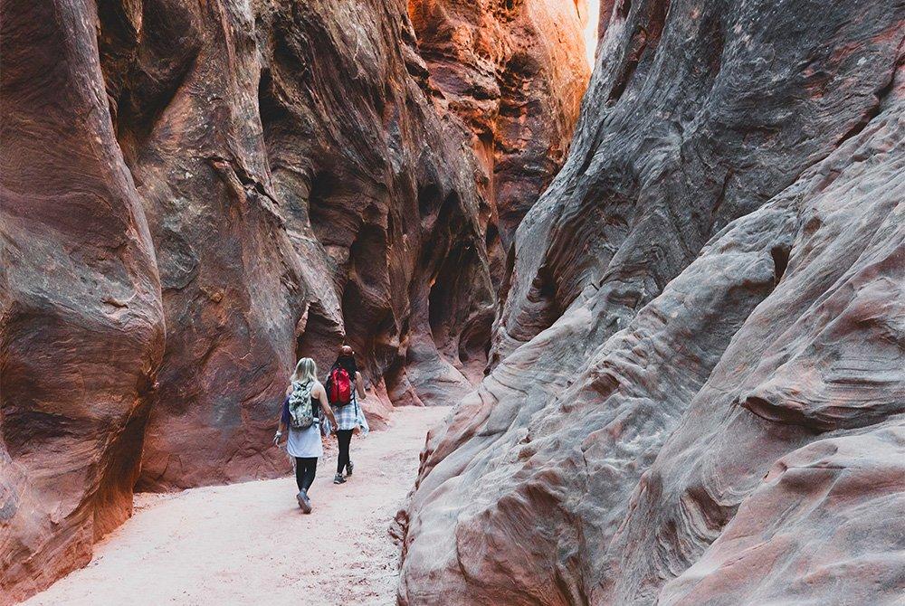 two girls hiking buckskin gulch slot canyon
