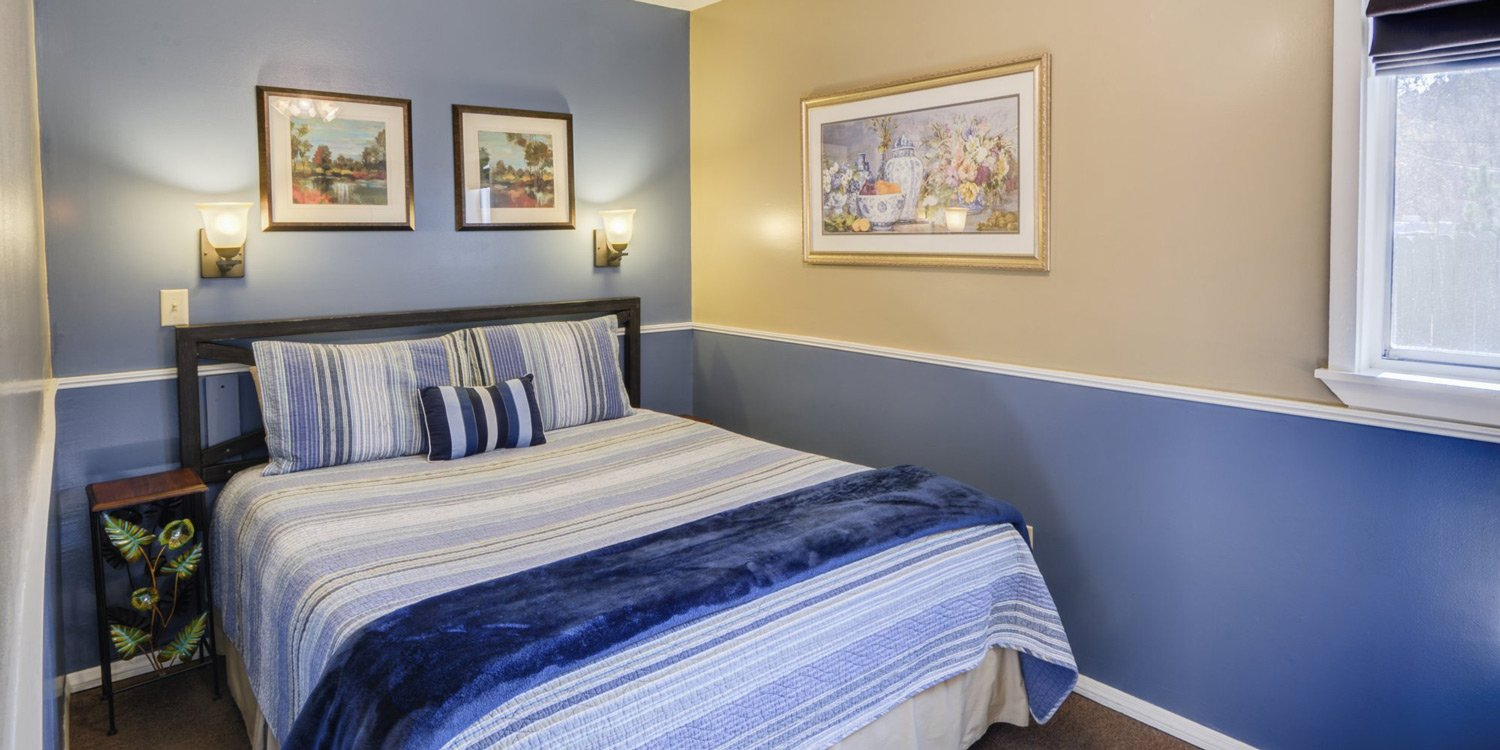 Queen bed with blue bedspread