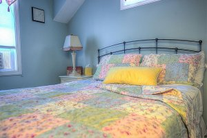 Pillows on queen bed by lamp