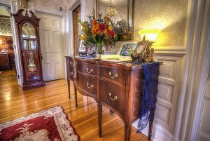 Decorations and flowers on drawers in hallway