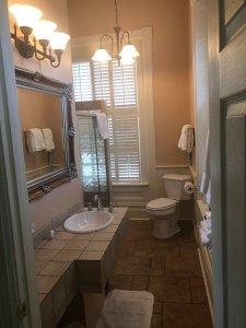Savannah room bathroom
