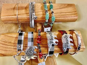souvenir braclets