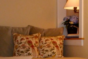 view of couch with cushion pillows and lamp