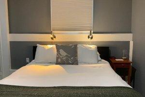room 8 bed