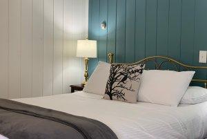 room 10 bed