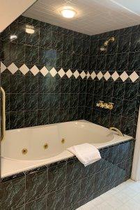 room 10 tub