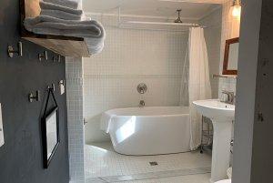 room 15 tub