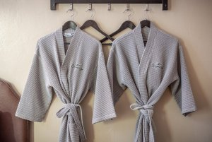 Canyons Lodge single cozy queen robes