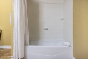 Canyons Boutique standard king room shower and tub