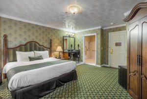 Canyons Boutique deluxe king ADA full suite
