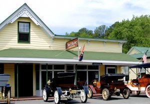 Black Walnut Point Inn Area classic cars outside store
