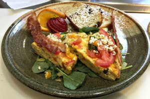 Breakfast tart with bacon, strawberry, and bread