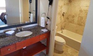 Bathroom in double queen deluxe