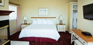 Studio Suite with bed, end tables and lamps at White Water Inn