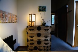 Dresser with lamp and ikebana
