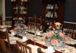 Dining room table with pink roses
