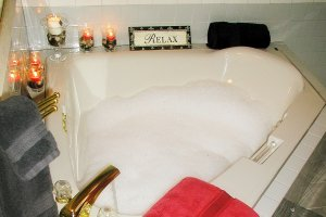 Jacuzi tub with candles