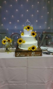 wedding cake with sunflower
