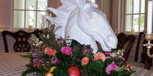 Horse head decoration on table with flowers