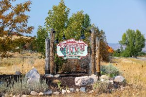 Snowberry Inn welcome sign