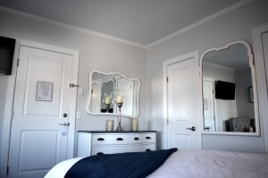 Dresser and mirrors