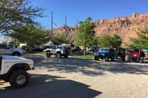 Moab Rim Campark Amenities group of jeeps