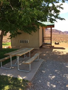 Moab Rim Campark Camping Cabins exterior picnic table