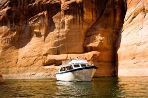 Boat tour on lake powell