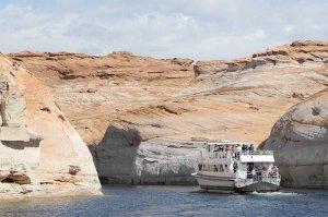 boat tour entering antelope canyon