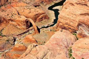arial view of horseshoe bend
