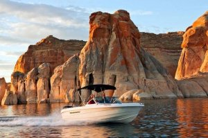 Enjoy beutiful scenery with a 19' Open-bow Ski Boat Rental on Lake Powell