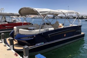 23-ft Pontoon Boat Rental Available at Wahweap Marina