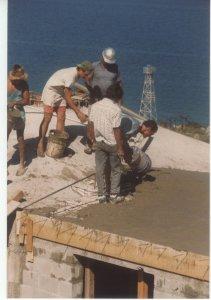 Villa del Faro men roofing