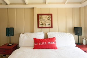 Laguna Cottages Green Cottage second bedroom eat sleep beach pillow