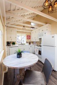 Laguna Cottages Green Cottage kitchen table