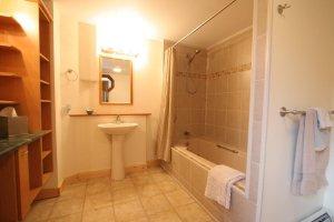 Old Saco Inn Naples Suite bathroom