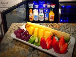 Fruit plate and mini fridge