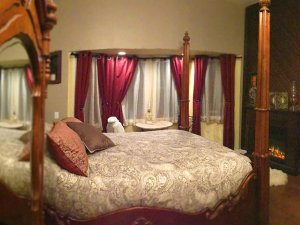 4-post Empire Suite Bed