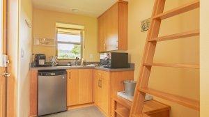 Roya Vineyard and Cottages Pinot Noir Cottage kitchen