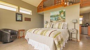 Roya Vineyard and Cottages Chardonnay cottage bed